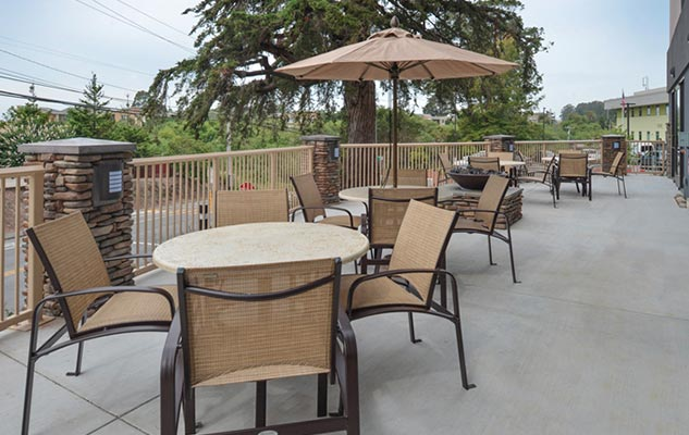Santa Cruz hotel outdoor seating